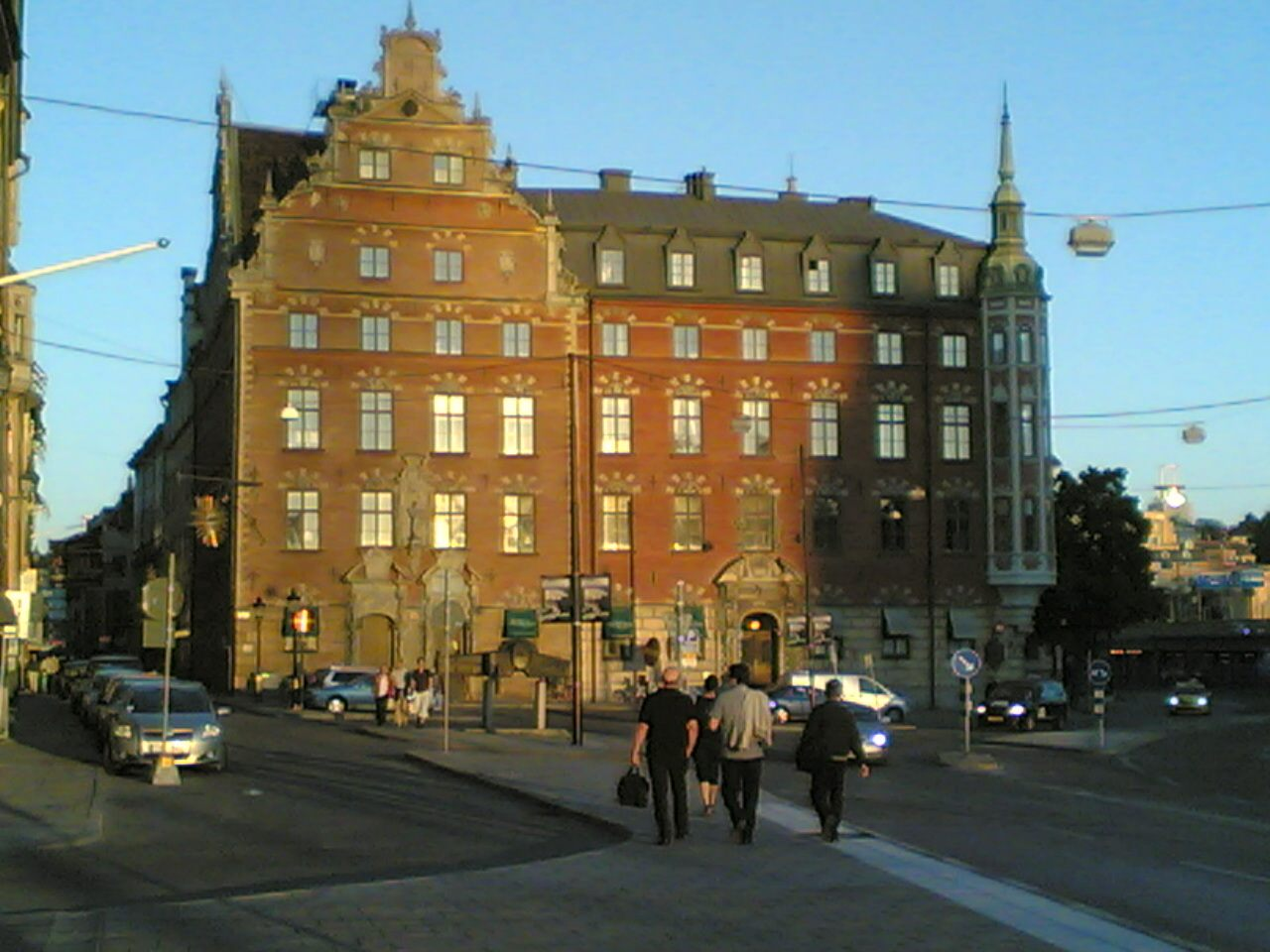 Nice_building_in_Stockholm_about_10_at_night